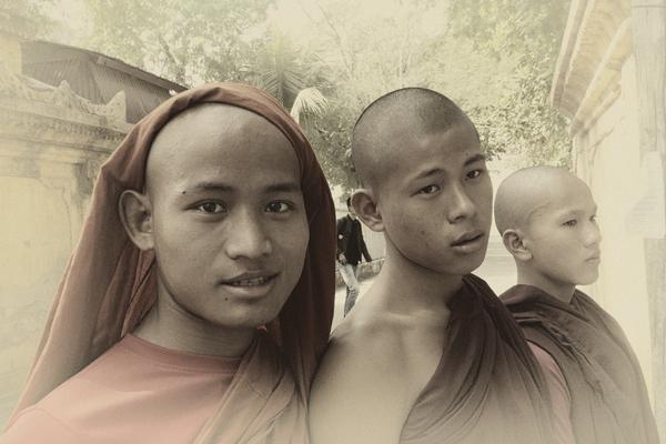 Buddhist students by Alain Beaudouard