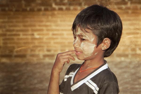 Myanmar boy by Alain Beaudouard