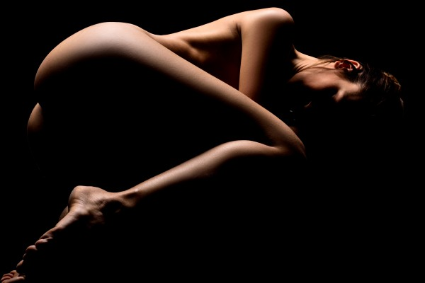 Nude_bodyscape_young_woman_laying_sensual_naked_black_01 by Alessandrodellatorre