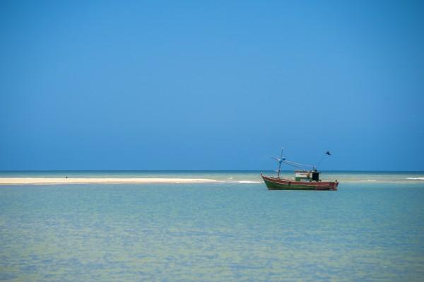 Waiting boat by Augusto Miranda