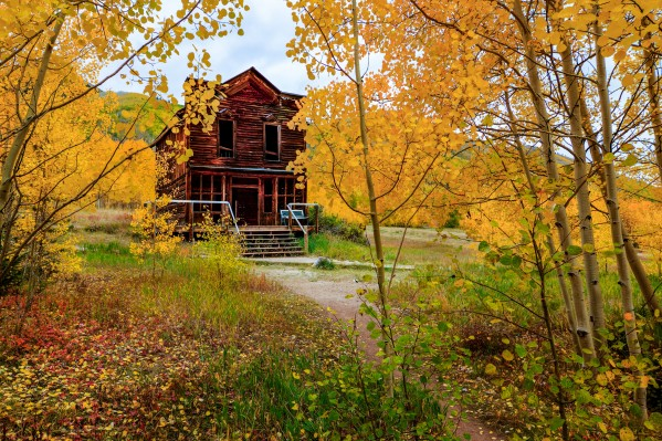 AUTUMN AT THE HISTORIC ASHCROFT HOTEL by Bill Sherrell