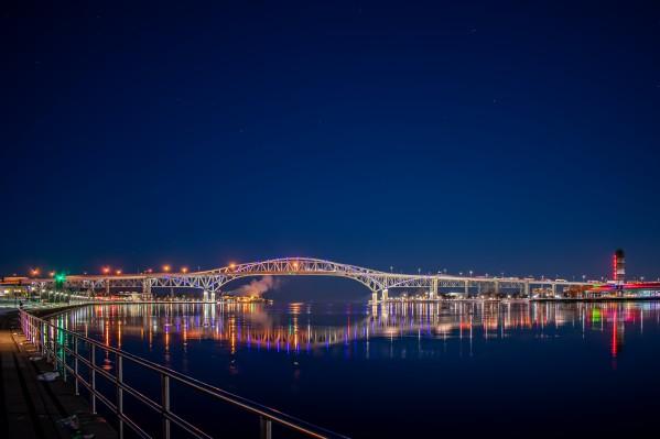 Bluewater Bridge at Night by Cameraman Klein