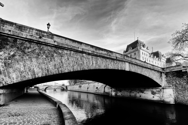 Petit pont  by Hassan Bensliman