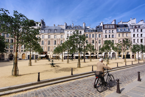 Dauphine square  by Hassan Bensliman