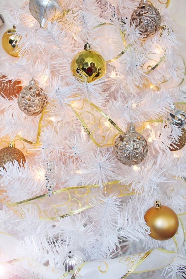 Christmas Lights by Yuliya Marusina