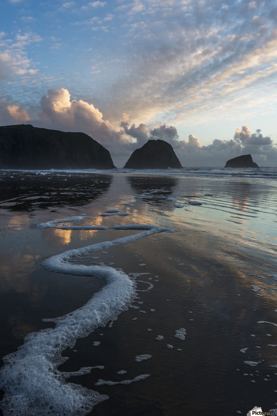 Dusk approaches on Crescent Beach; Cannon Beach, Oregon, United States of America  Imprimer
