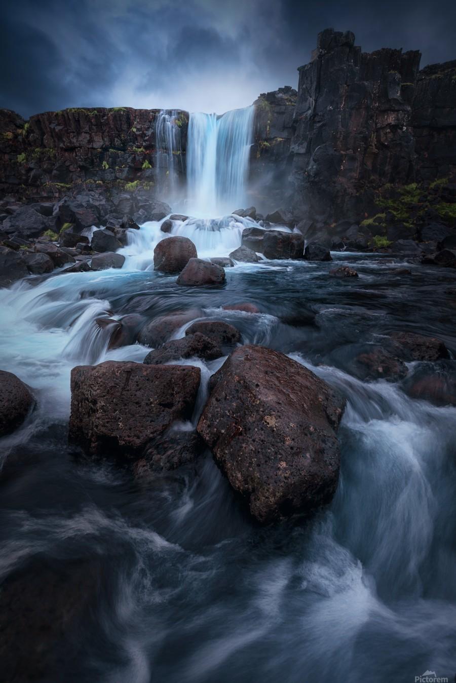 Una cascada.  Print