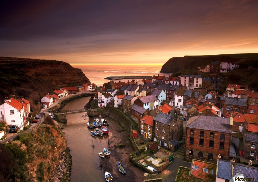 Cityscape At Sunset, Staithes, Yorkshire, England  Imprimer