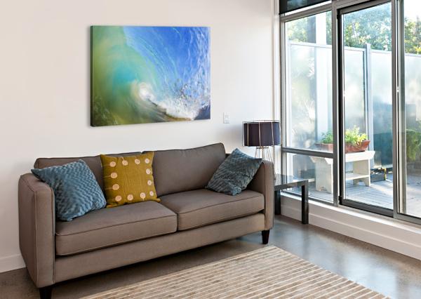 HAWAII, MAUI, MAKENA, BEAUTIFUL BLUE WAVE BREAKING AT THE BEACH. PACIFICSTOCK  Canvas Print
