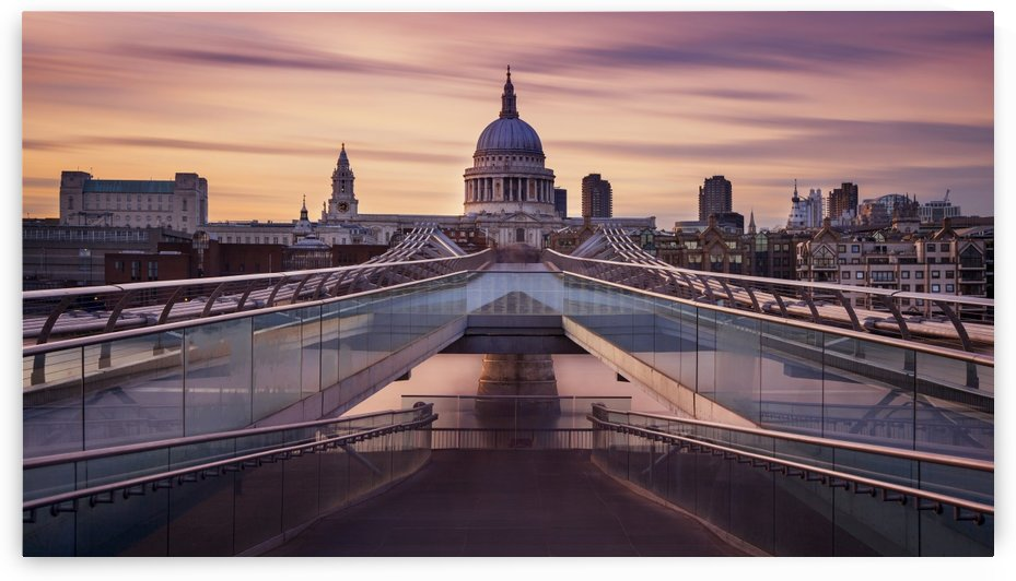 Millennium bridge leading towards St. Paul's church by 1x