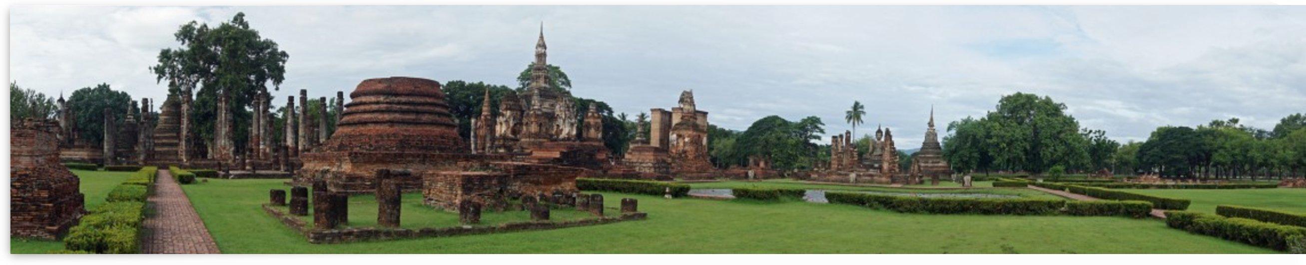 ruins in the historical park in sukhothai by Babetts Bildergalerie