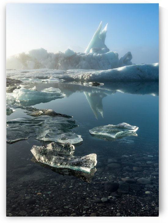 Jökulsárlón glacier lagoon, Iceland. by Pétur Reynisson