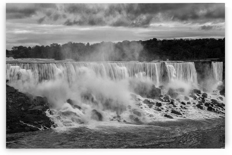 American Falls in B & W by Lrenz