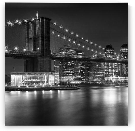 MANHATTAN SKYLINE & BROOKLYN BRIDGE Nightly Impressions   Monochrome by Melanie Viola