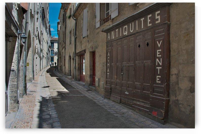 Perigueux street by Douglas Kay