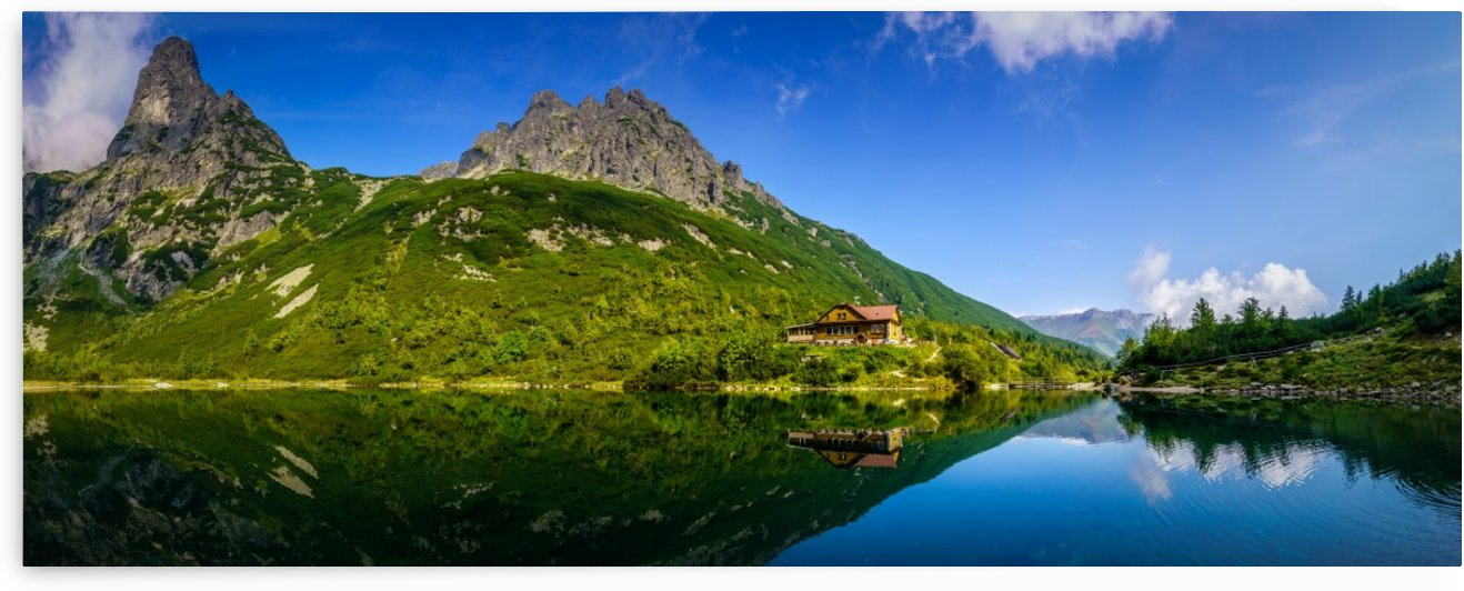 Mountain cottage at the Zelene pleso by zoltanduray
