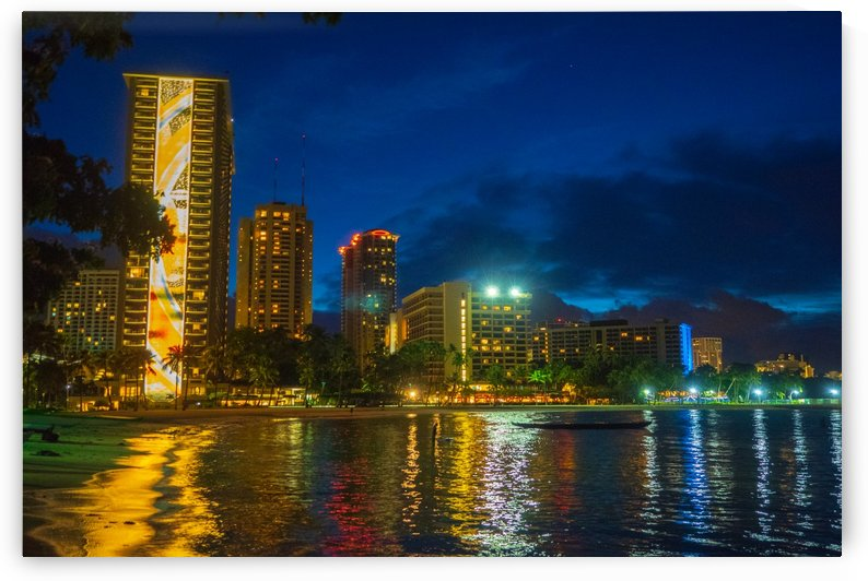 Pre dawn in Ala Moana by Asia Visions Photography