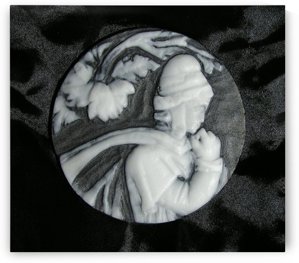 Cameo glass disc  by Antonio Pappada