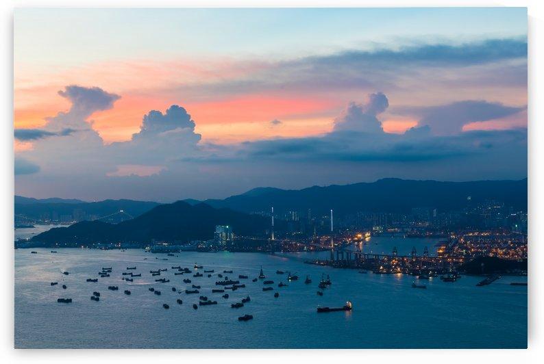 HONG KONG 02 by Tom Uhlenberg