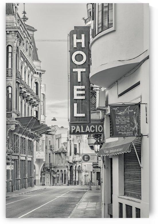 Ciudad Vieja District, Montevideo, Uruguay by Daniel Ferreia Leites Ciccarino
