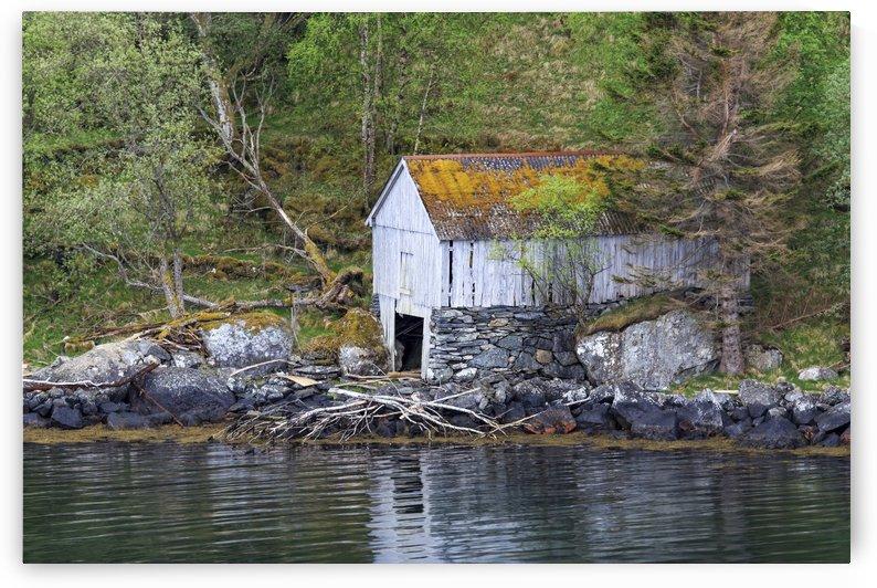 Abandoned Hut by Alex Galiano