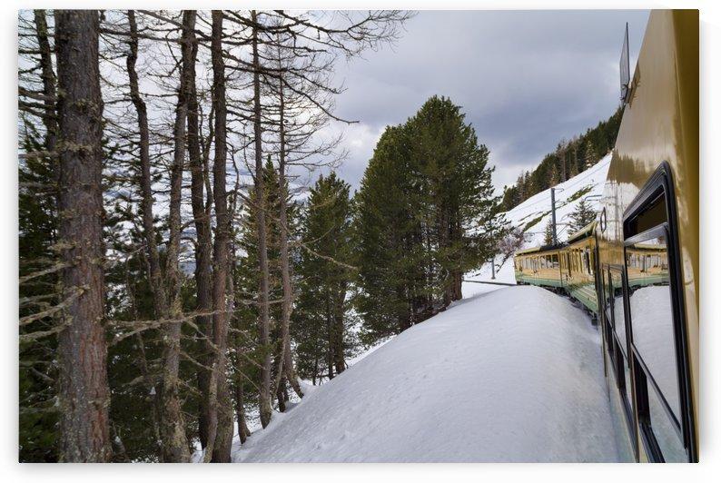 Jungfrau Railway by Alex Galiano