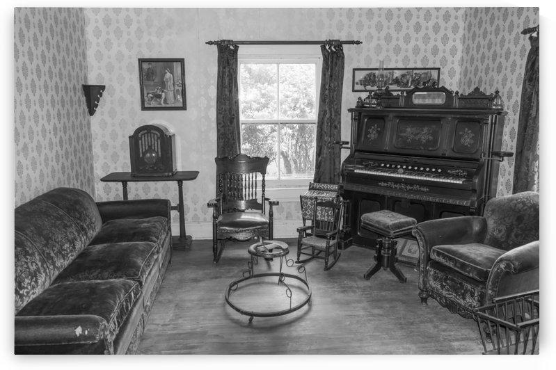 Thomas Organ and piano Company organ bw by Bob Corson