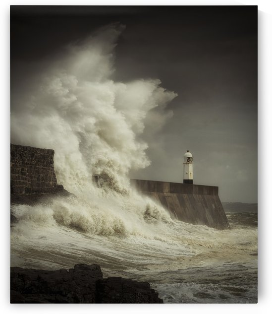 Giant waves hit Porthcawl by Leighton Collins