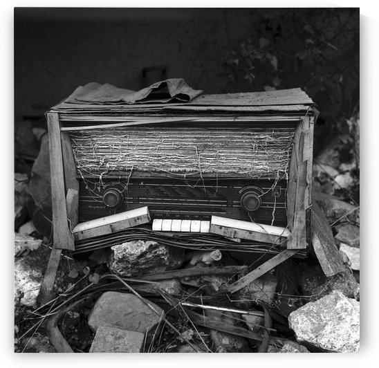 Broken Radio by Stefan Kutsarov