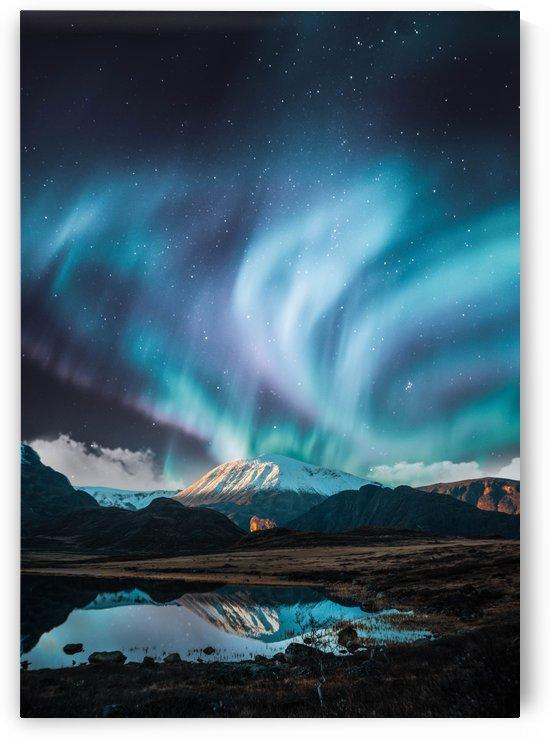 Aurora Polaris Over The Mountain by Okan28