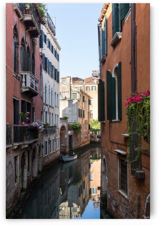 Classic Venetian - Rio de la Torre and Rio de la Madoneta in Sestiere San Polo by GeorgiaM