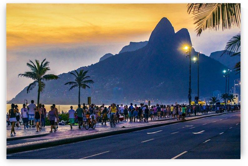 Ipanema Beach, Rio de Janeiro, Brazil by Daniel Ferreia Leites Ciccarino