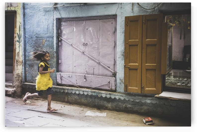 Varanasi Window - The girl by Sebastian Dietl