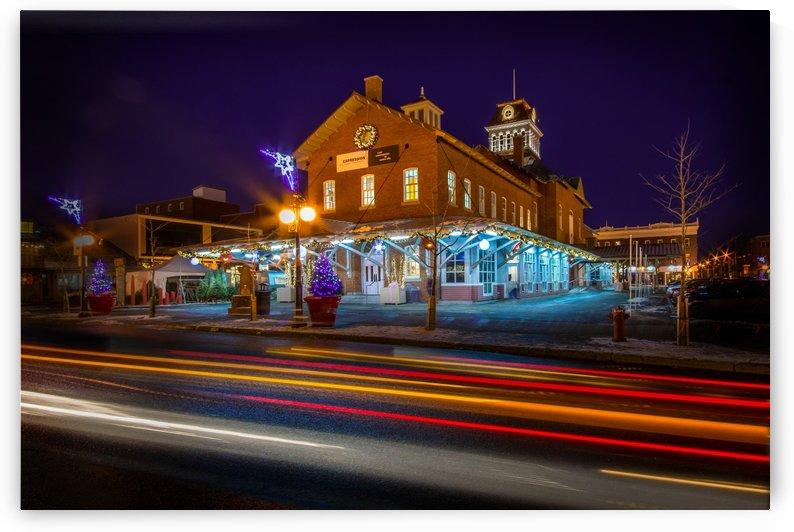 Vue de nuit du Marche Centre de la ville de Saint-Hyacinthe decore pour la periode des fetes en decembre by Francois Lariviere