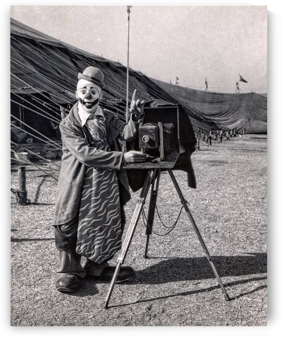 Clown and his camera by FOTOSQUARES COM