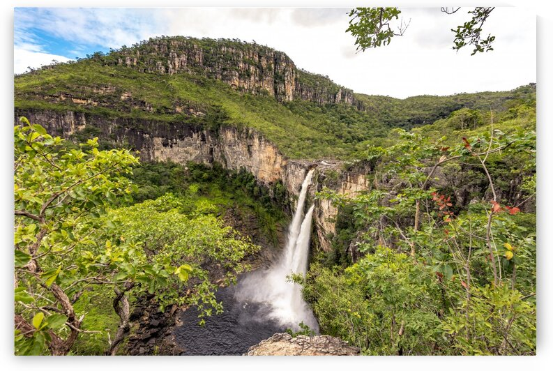 Rio Preto Falls by Augusto Miranda