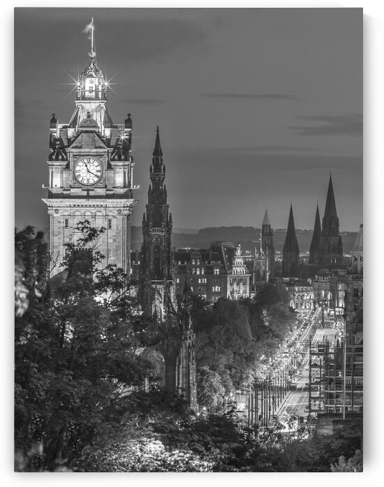 Princess streen and the Balmoral Hotel and night, Edinbrugh, Scotland by Assaf Frank