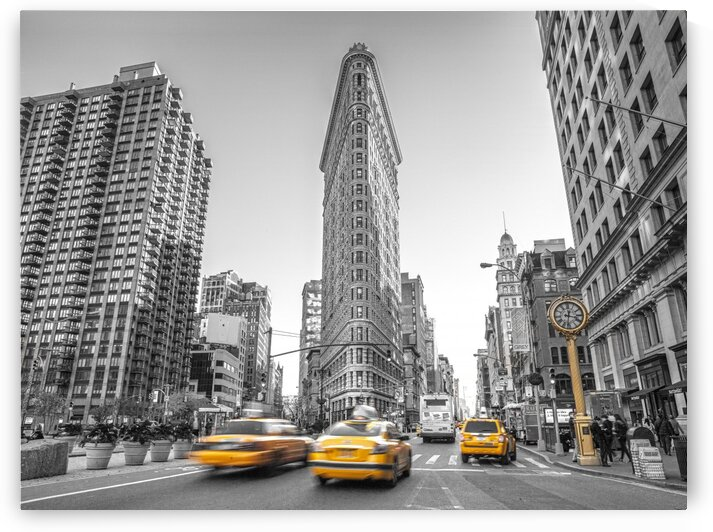 Yellow Taxis,  Flatiron Building, Manhattan, New York by Assaf Frank
