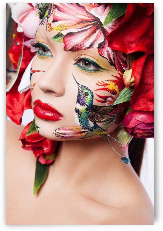 Hummingbird face art by Dmitro Inozemtsev
