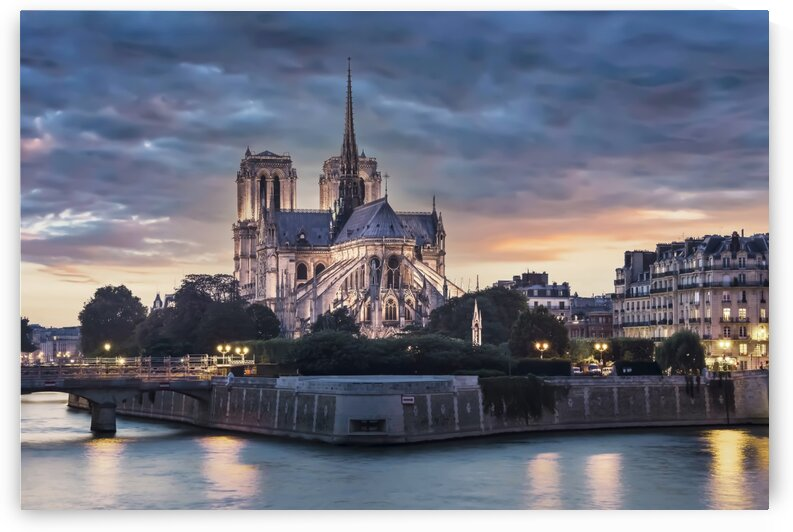 Notre-Dame de Paris by Manjik Pictures