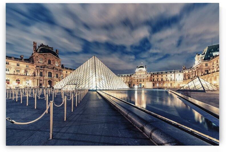 Le Louvre by night by Manjik Pictures