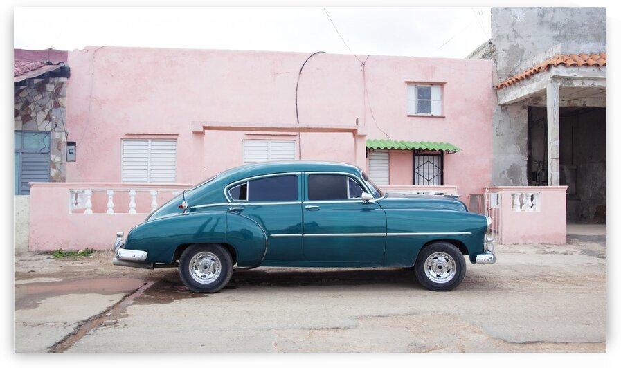 Vintage car in Havana by Tony Tudor