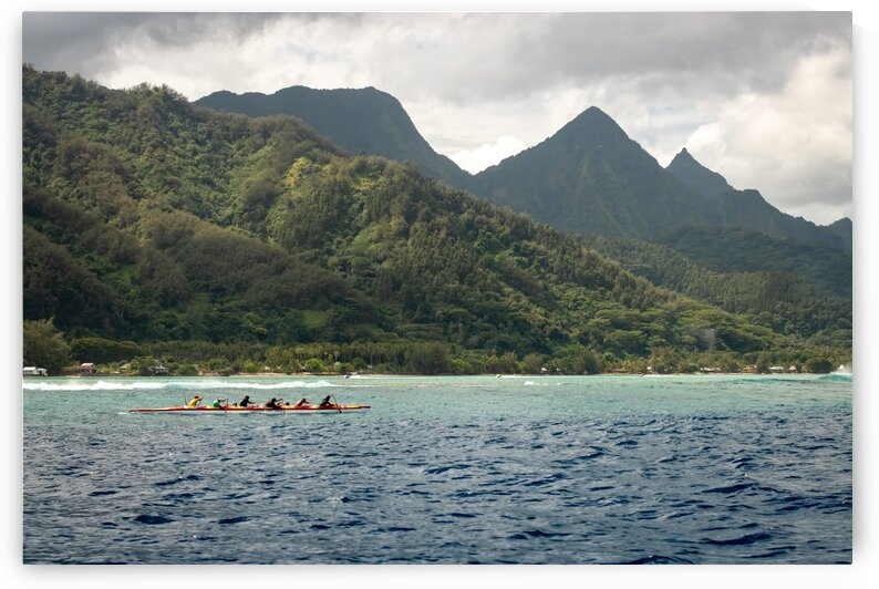 Moorea - Vaa practice in the lagoon by Samantha Hemery