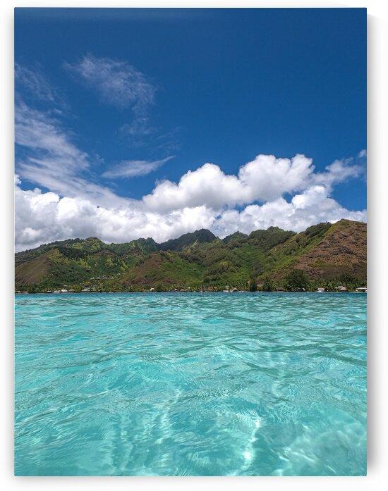Moorea - dreamy turquoise lagoon - portrait by Samantha Hemery