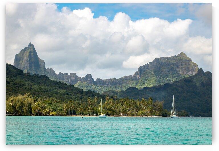 Moorea - Taahiamanu beach seen from the ocean by Samantha Hemery