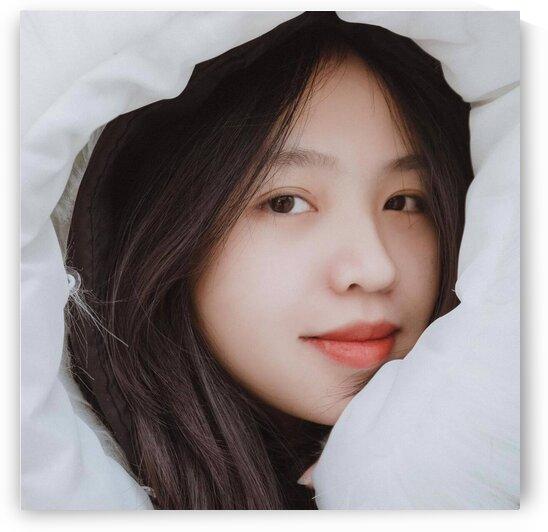 The girl brings a lot of joy by Nguyen Van Linh