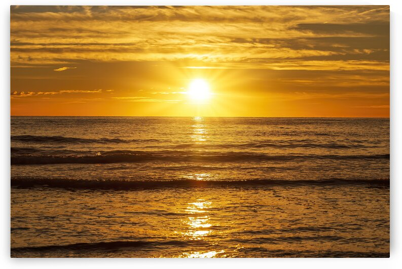 A nice sunrise at sea with the sun by Vicen photography