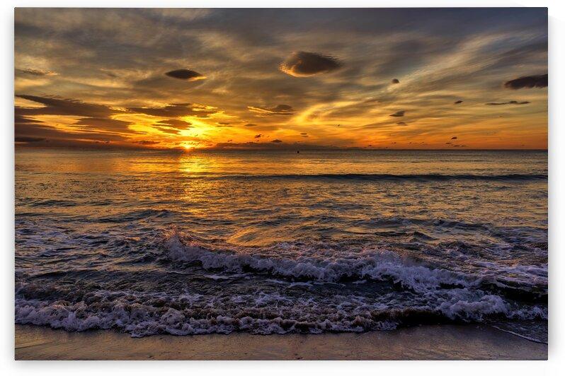 The sunrise sun on the beach by Vicen photography