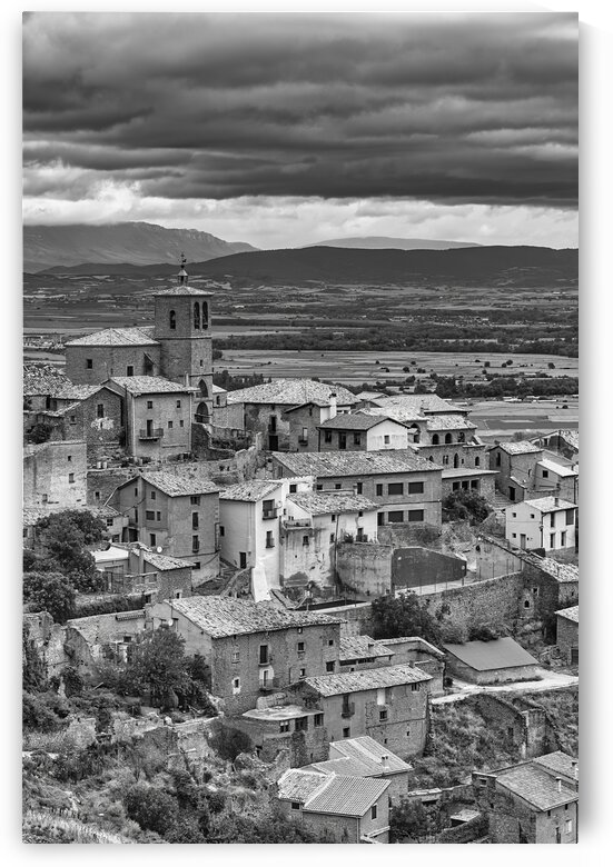 View of the medieval town of Gallipienzo in black and white by Vicen photography