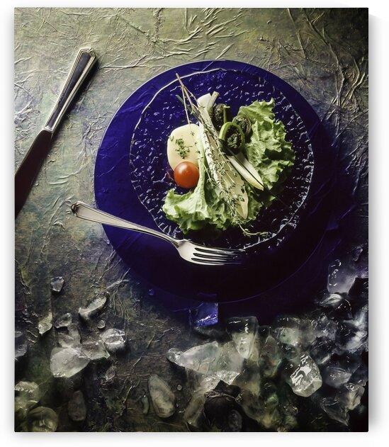 Salade sur fond bleu - Salad on blue background by Daniel Ouellette